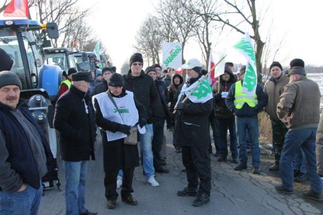 KONFERENCJA PRSOWA NSZZ RI SOLIDARNOŚĆ W CZASIE PROTESTU W MIEJSCOWOŚCI NUR (POW. OSTROWSKI)